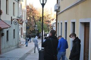 Pred nitrianskou synagógou.