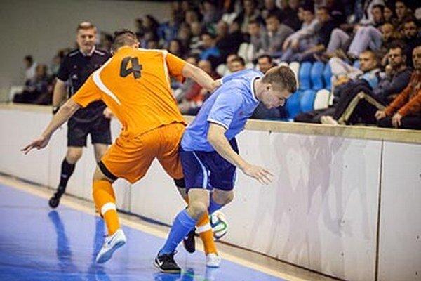 Igor Kotora (vpravo) strelil víťazný gól vo finále päť sekúnd pred koncom.