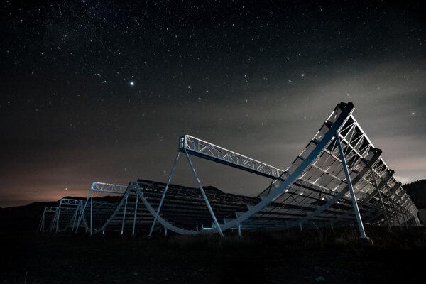 kanadský teleskop Chime bol jeden z prvých, ktorý zachytil rádiový signál z našej Galaxie.
