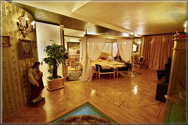 Nadštandardná je rozloha domu i pozemku, neštandardné je aj vnútorné vybavenie.