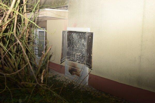 Kvôli požiaru v tejto skrini evakuovali ľudí.