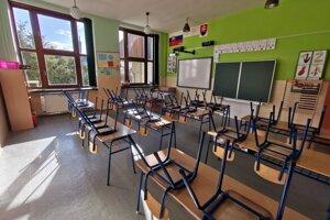 ZŠ V Hrabušiciach. Do 18. novembra je zatvorená, pre pozitívne prípady.