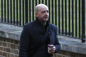 Lee Cain, jeden z vplyvných poradcov britského premiéra Johnsona, odíde z postu šéfa pre komunikáciu Downing Street.