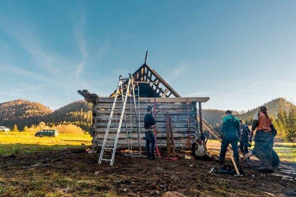 Práce na obnove dreveničky sa začali