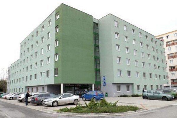 Nový internát na Akademickej ulici, ktorý postavila firma Inpek. Na liste vlastníctva ho má zapísaný SPU.