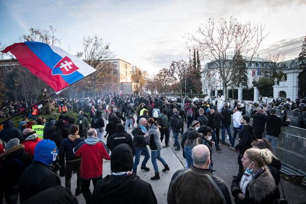 Protest v Bratislave pred Úradom vlády.