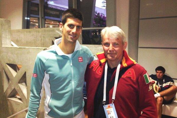 Juraj Kusy je športový nadšenec, čestné miesto vjeho archíve osobností má momentka so svetovou tenisovou jednotkou Novakom Djokovičom.