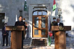 Pakistanský premiér Imran Chán sa v Kábule stretol s afganským prezidentom Ašrafom Ghaním.
