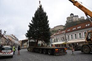 Vianočný strom v Trenčíne.