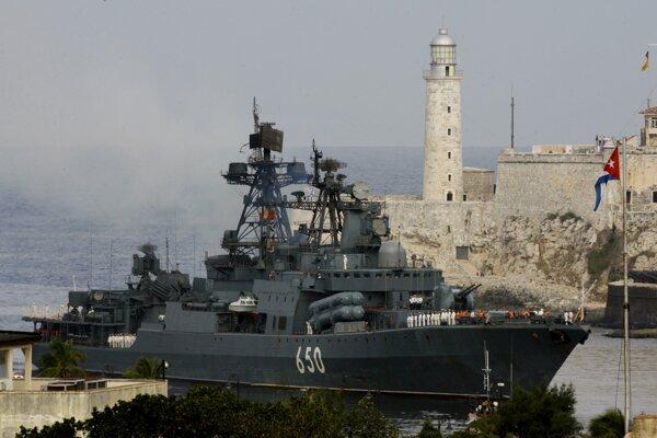 Ruská protiponorková loď Admirál Chabanenko.