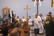 Veriaci sa s obľúbeným kňazom stretli 17.9. 2017, kedy slávil vo farskom chráme v Čadci - Milošovej za účasti veľkého počtu veriacich svätú omšu.