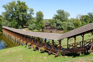 Most vedúci k vodnému mlynu v Kolárove.