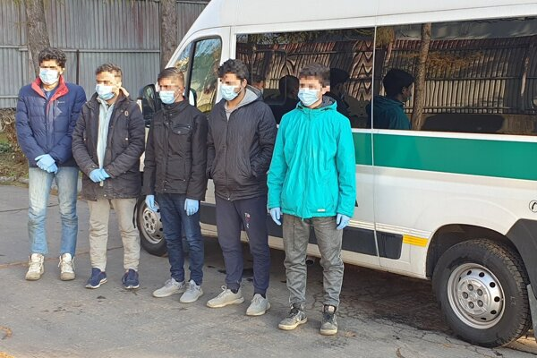 Piatich Afgancov zadržali neďaleko Krupiny.