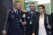 Nemecká ministerka obrany Annegret Krampová-Karrenbauerová prichádza na stretnutie ministrov obrany NATO.
