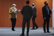 Kancelárka Angela Merkelová počas stretnutia so zástupcami z regiónov, vpravo je Michael Müller, starosta Berlína.