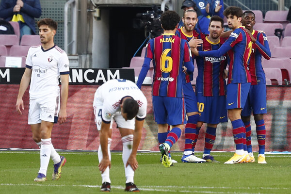 Hráči FB Barcelona v zápase s Ossasunou.