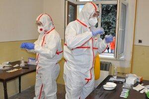 Testovanie pomáha odhaliť šíriteľov vírusu.