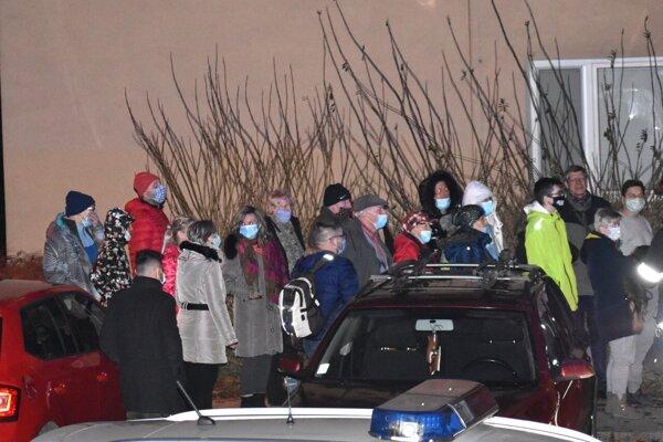 Obyvateľov bytovky evakuovali. Prežívali hororové chvíle.