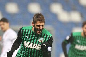 Hráč U.S. Sassuolo sa teší z gólu.