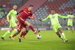 Poľský útočník Robert Lewandowski v zápase proti VfL Wolsburg.
