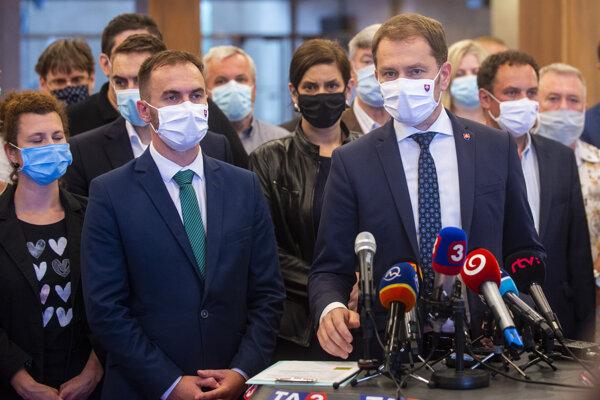 Predseda OĽaNO Igor Matovič so šéfom poslaneckého klubu hnutia, Michalom Šípošom a poslancami OĽaNO