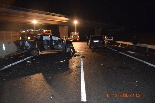 Pri dopravnej nehode sa zrazilo päť áut.