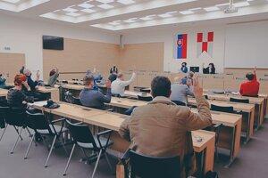 Zástupcovia miest a obcí vo Zvolene pri vytváraní partnerstva.