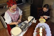 Pečenie a príprava vianočných oblátok.