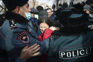 Polícia zadržala okolo 70 účastníkov protivládneho protestu