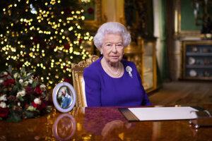 Kráľovná vo vianočnom príhovore poďakovala zdravotníkom a dobrovoľníkom.