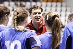 Reprezentačný tréner SR 18 Slavomír Varga sa so svojimi zverenkami predstaví na otvorených ME vo Švédsku, ktoré sa začínajú dnes.