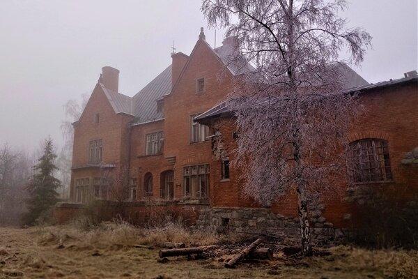 Vila Szechényi v čase monarchie vytŕčala britskou architektúrou.