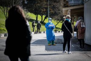 Začiatky testovania ľudí na koronavírus vBratislave. (27.3.2020)