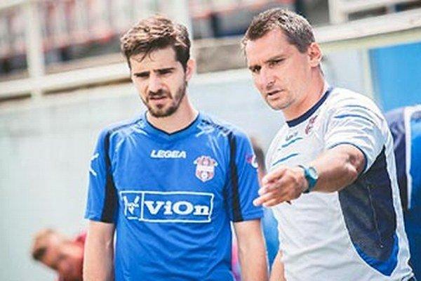 V strede poľa sa tréner Branislav Mráz spolieha aj na Maja Charizopulosa.