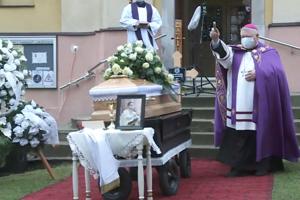 Diecézny biskup Viliam Judák na pohrebnom obrade.
