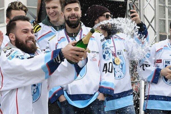Marek Slovák už raz takto so šampanským oslavoval titul a, ako veľakrát povedal, chce to zažiť ešte raz.