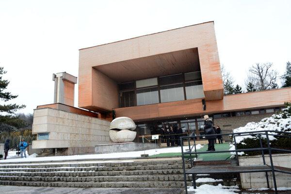 V Košiciach počet kremácií stúpol: v septembri ich bolo 298, v novembri 398.