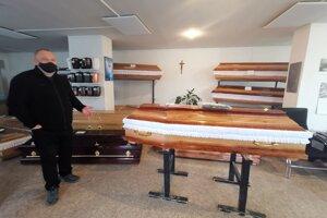 Pavol Findura v pohrebníctve pracuje už 40 rokov.