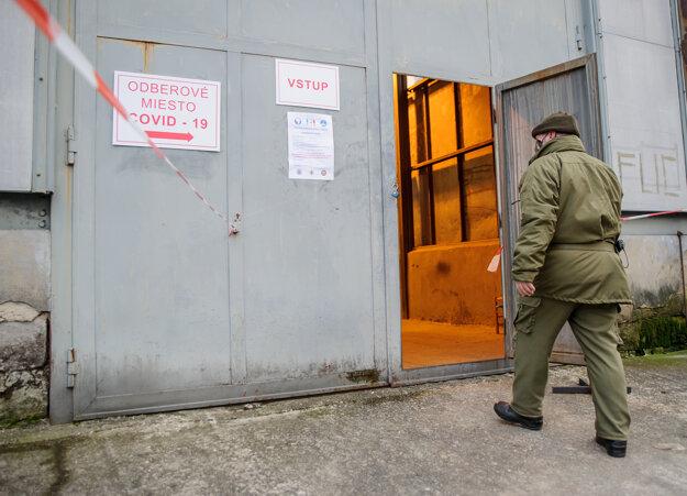 Mobilné odberné miesto v priestoroch vojenského útvaru Protilietadlovej raketovej brigády.