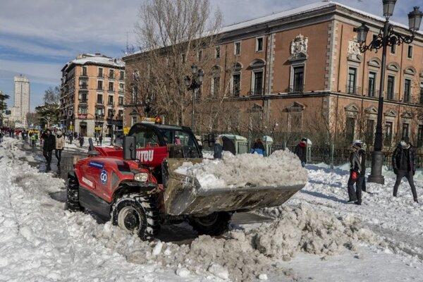 Odpratávanie snehu v Madride.