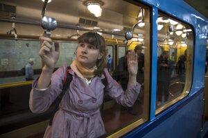 Moskovské metro. Šoférovať ho už môžu aj ženy.