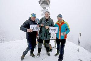 Kamaráti Ján Obrin (vľavo) a Vladimír Krška (vpravo) zvládli uplynulý rok vyjsť 100-krát na Šíp.