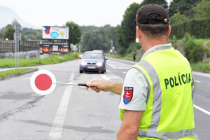 Polícia stále dohliada na bezpečnosť cestnej premávky.