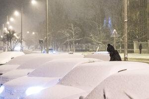 Sneženie v Maďarsku komplikuje dopravu.
