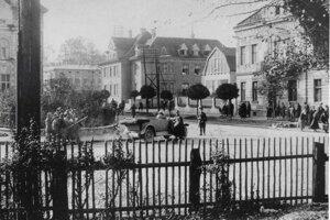 Dňa 20. októbra 1929 v Žiline, na rohu ulíc Hviezdoslavova a Kálovská, zrazil vodič Emil G. 46-ročného Jána K. zo Strážova. Ján K., otec 9 detí, bol na mieste mŕtvy.