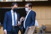 Predseda vlády Igor Matovič a minister zdravotníctva Marek Krajčí  po rokovaní 67. schôdze vlády SR.
