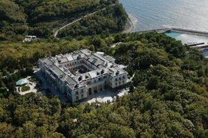 Údajné Putinove sídlo na brehu Čierneho mora.