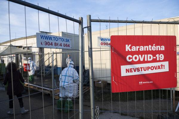 Noclaháreň Mea Culpa pre ľudí bez domova, ktorá slúži ako karanténne mestečko pre ľudí nakazených Covid-19 na Hradskej ulici v Bratislave.
