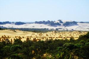 Skalné útvary The Pinnacles Desert sa nachádzajú len kúsok od mesta Perth.