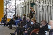 Aj Francúzsko očkuje seniorov.